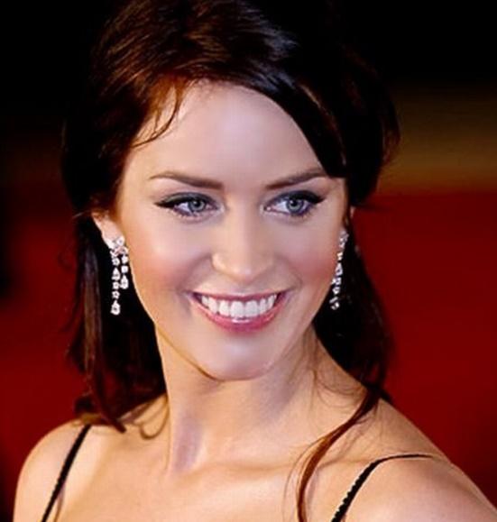 Imagenes de mujeres de ojos azules y cabello oscuro
