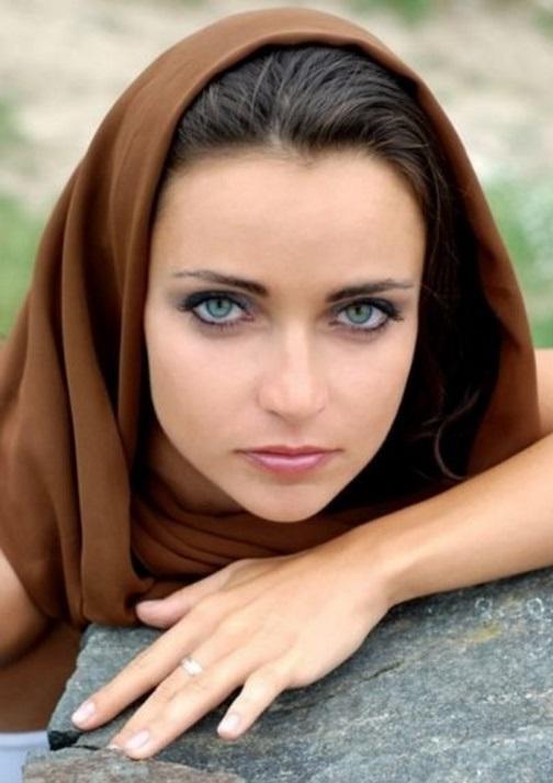 Imagenes de mujeres de ojos verdes y cabello oscuro