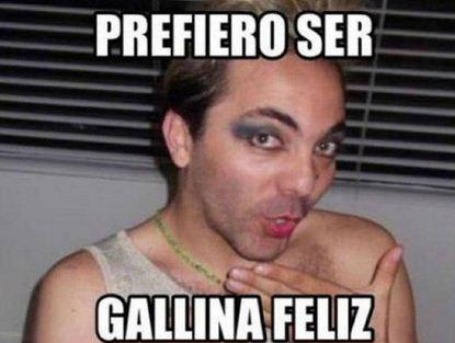 Memes de Cristian Castro vestido de mujer Prefiero ser gallina feliz