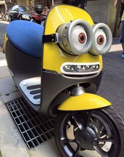 Moto con los Minions
