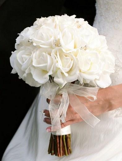 Ramos de novia de rosas blancas pimpollos