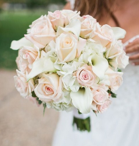 Ramos de novia de rosas blancas y rosadas