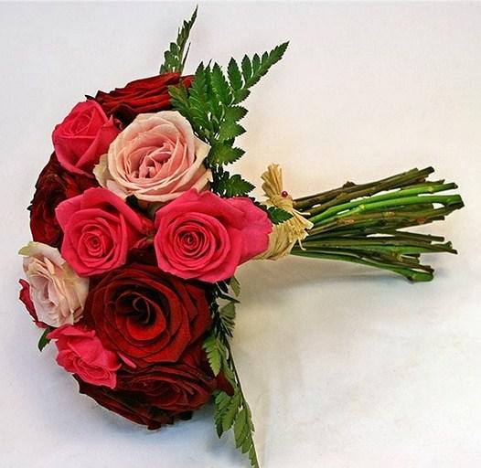 Ramos de novia de rosas rojas y rosadas