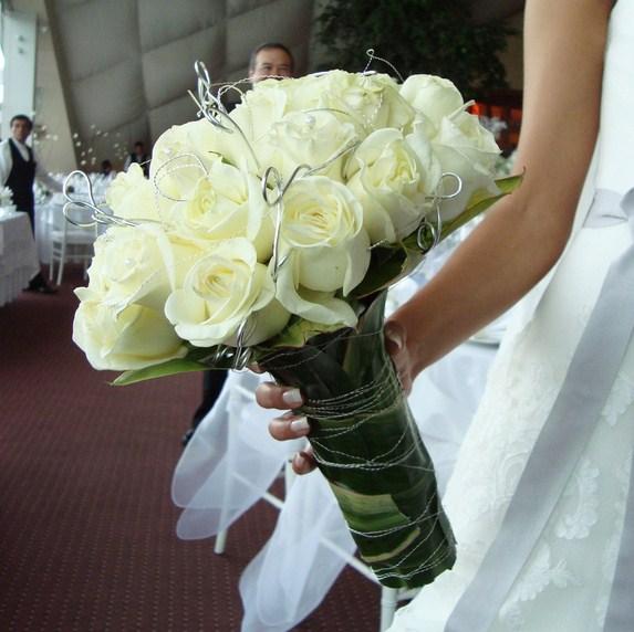 Ramos de novia solo de rosas blancas