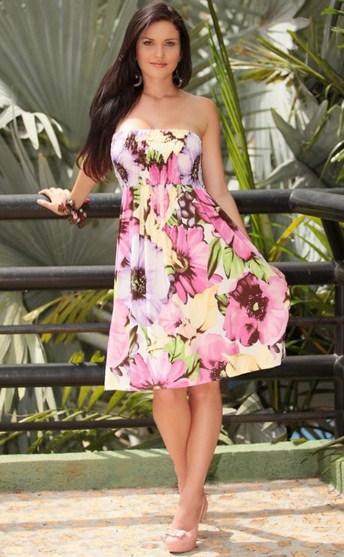 Vestidos casuales cortos floreados escote corazón