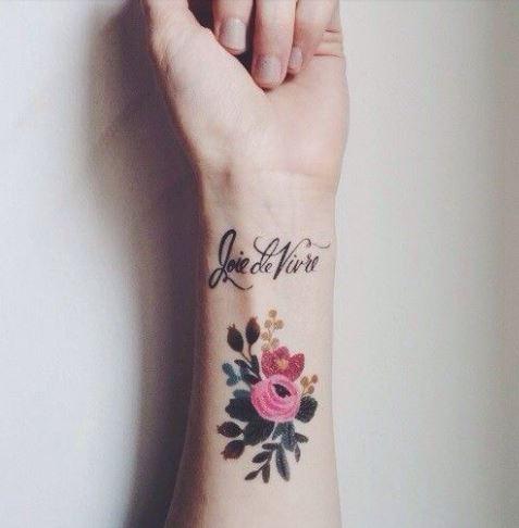 tatuajes en la muñeca en color