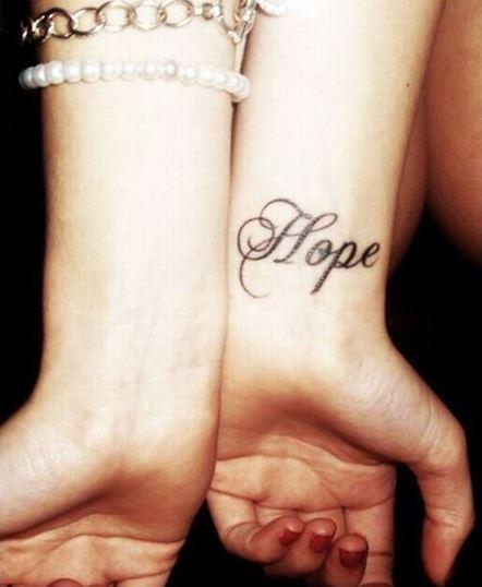tatuajes en la muñeca hope