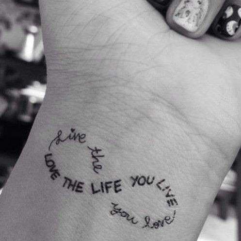 tatuajes en la muñeca infinito